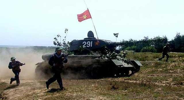 Tank Sô Viết T-34/85 2.4G xích kim loại (1/16RTR)
