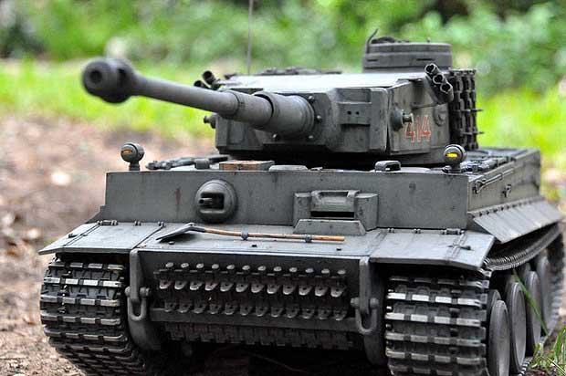 Tank German Tiger I xích kim loại (1/16RTR)