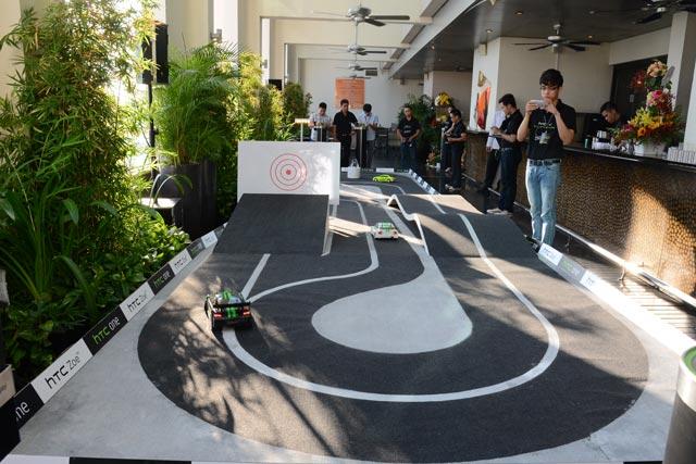 HTC ONE Show: Điện thoại xịn chụp kiểu nào cũng dính LODZWYOG