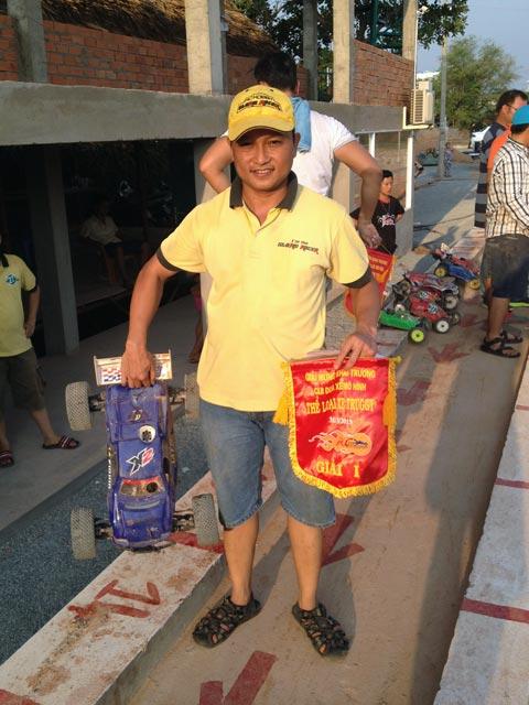 Chúc mừng Mr.Quang STORMACER vô địch giải Truggy tại sân Bình dương 31/03/2013 LLOYVRY7